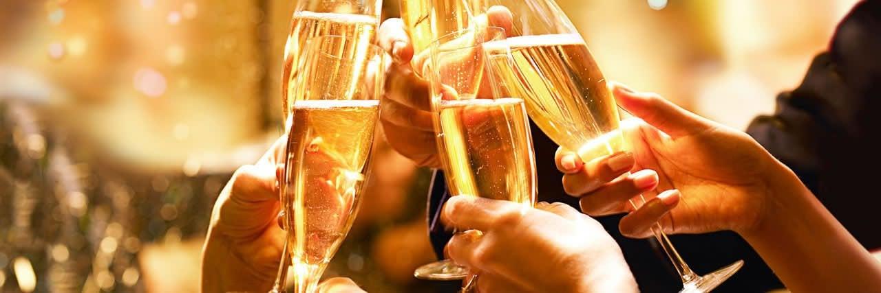 1280x427xHyatt-Champagne-Toast.jpg.pagespeed.ic.zhgwPaASz9