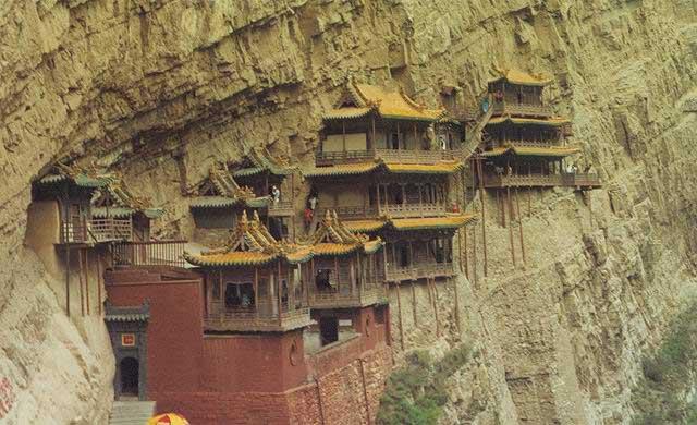 2009-06-22-2003-6-26-xuan_kong_temple7