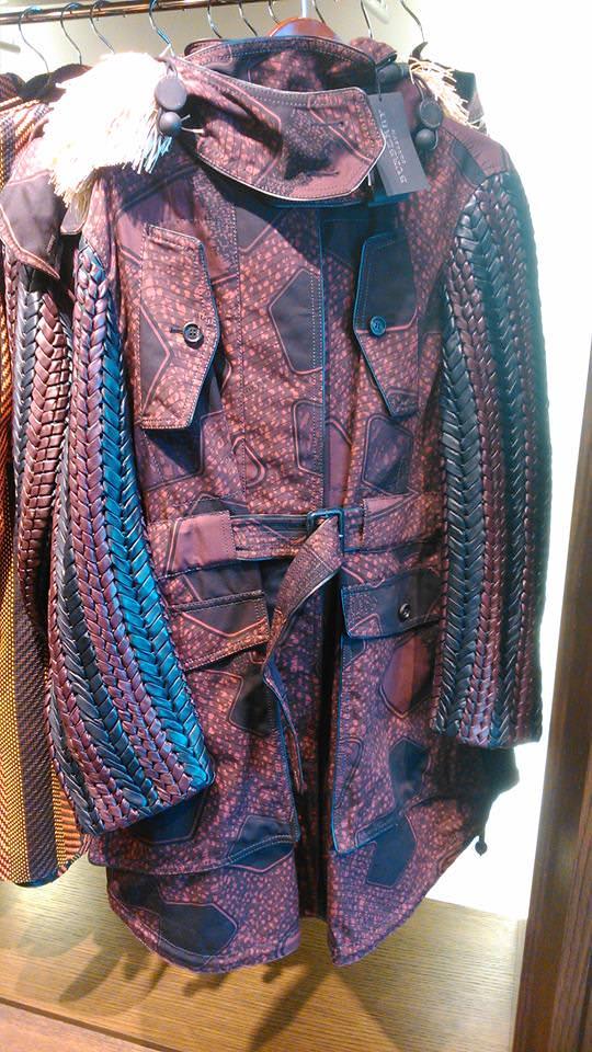 Ce magnifique manteau signé Burberry, en vente à 2000$ au lieu du 6000$ original... Ouf!