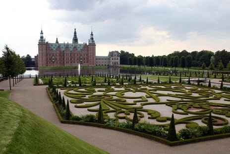 Le château qu'on a jamais trouvé. Damn. Source: http://www.noblesseetroyautes.com/nr01/2010/03/chateau-de-frederiksborg/