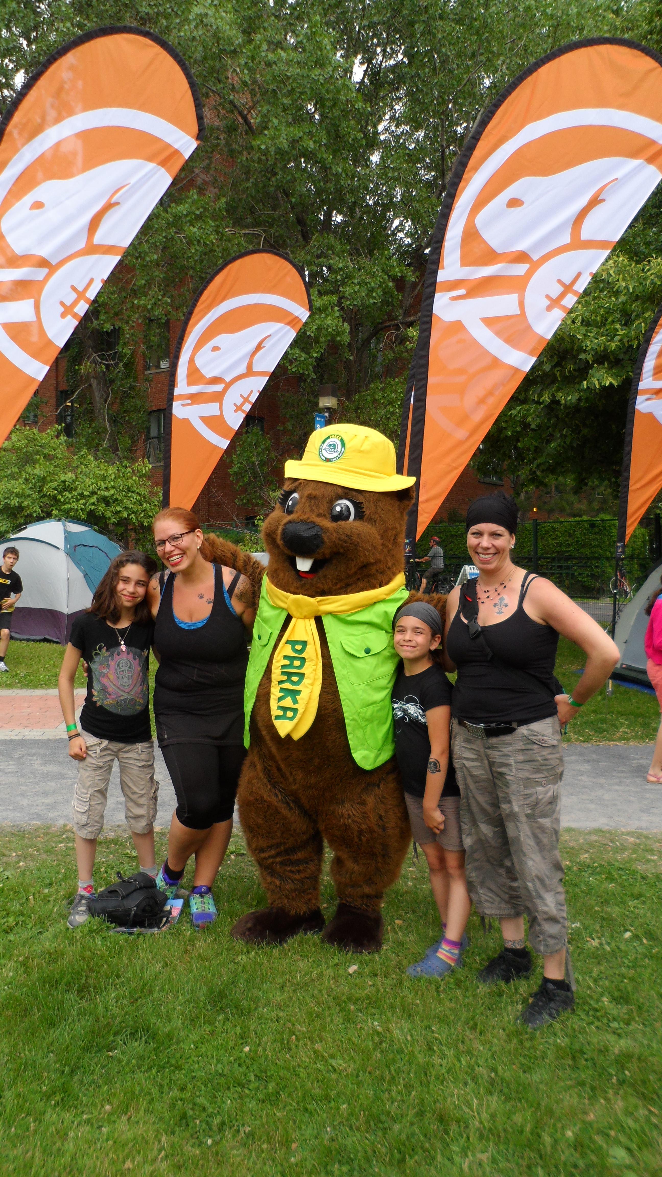 En compagnie de Parka, la mascotte de Parcs Canada