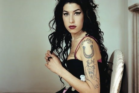 UK-Charts-Amy-Winehouses-Back-To-Black-ist-Millenium-Top-Seller-mit-Video