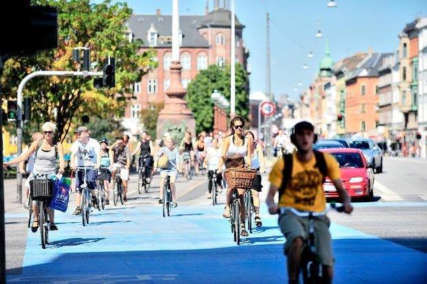 Si tu regardes pas où tu t'en vas, tu te fais écraser.Source: http://www.velibe.fr/84/les-meilleures-villes-pour-faire-du-velo/