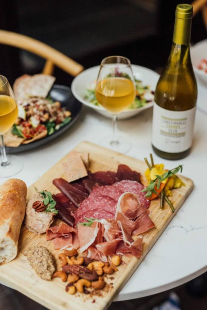 Plateaux de charcuteries Le Nelli Café + Vin nature